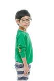 Kleiner asiatischer Junge trägt die Gläser, lokalisiert lizenzfreie stockbilder