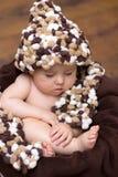 Kleiner Baby ina Korb Stockfotografie