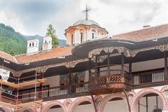 Kleiner Balkon im Rila-Kloster in Bulgarien Stockfotos
