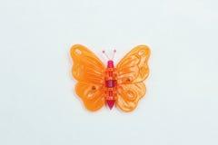 Kleiner dekorativer Schmetterling gemacht vom Plastik Lizenzfreies Stockbild