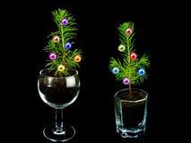 kleiner eleganter Weihnachtsbaum lizenzfreie stockfotografie