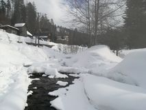 Kleiner Fluss bei Szczyrk, Polen lizenzfreies stockbild