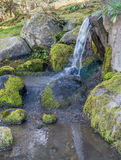 Kleiner frischer Wasserfall 2 Lizenzfreies Stockbild