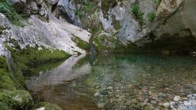 Kleiner Gebirgssee stock footage