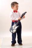 Kleiner Gitarrist stockfotos