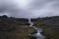Kleiner Gletscherwasserfall stockfotografie