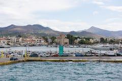 Kleiner Hafen in Aegina-Insel Stockbild