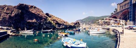 Kleiner Hafen in Framura, Italien Lizenzfreie Stockfotos