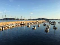 Kleiner Hafen im Mittelmeer Stockfotografie