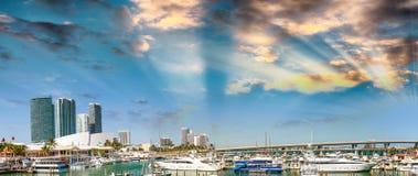 Kleiner Hafen Miamis mit Booten bei Sonnenuntergang, Florida Lizenzfreies Stockfoto