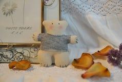 Kleiner handgemachter Teddybär Stockfotografie