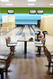 Kleiner heller Bowlingspielverein Stockbilder