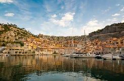 Kleiner italienischer Jachthafen lizenzfreie stockfotos