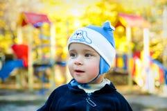 Kleiner Junge auf dem Spielplatz Lizenzfreies Stockbild