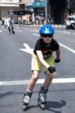 Kleiner Junge auf Rennen - voller Ehrgeiz lizenzfreies stockbild