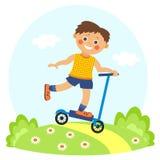 Kleiner Junge auf Roller Lizenzfreie Stockfotografie