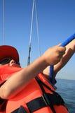 Kleiner Junge auf Yacht Lizenzfreie Stockfotografie