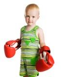 Kleiner Junge in den roten Verpackenhandschuhen Stockbilder