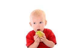 Kleiner Junge, der Apfel isst Stockfotografie