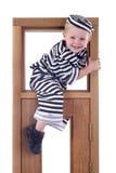 Kleiner Junge in der Diebausstattung Lizenzfreies Stockfoto