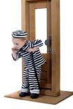 Kleiner Junge in der Diebausstattung Lizenzfreies Stockbild