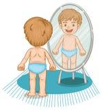 Kleiner Junge, der im Spiegel schaut Stockbild