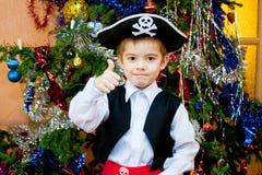 Kleiner Junge in der Klage des Piraten Stockbild