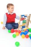 Kleiner Junge, der mit sliderule spielt lizenzfreies stockbild
