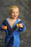 Kleiner Junge im Bademantel Lizenzfreies Stockfoto