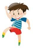 Kleiner Junge im roten Tanzen der kurzen Hosen Stockbild