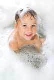 Kleiner Junge im Schaumbad; kids in a bubble bath Stock Photos