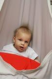 Kleiner Junge im Schwingen Lizenzfreie Stockfotos