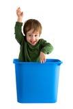 Kleiner Junge im Spielzeugkasten Stockbild