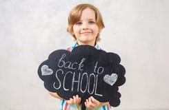 Kleiner Junge lokalisiert auf weißem Studioporträt Stockfotos