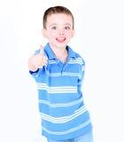 Kleiner Junge mit den Daumen oben Stockbild