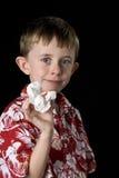 Kleiner Junge mit einer blutigen Wekzeugspritze Lizenzfreie Stockfotos