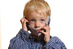 Kleiner Junge mit Handy Lizenzfreie Stockfotografie