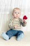 Kleiner Junge mit Innerem Stockfotografie