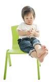 Kleiner Junge mit intelligentem Telefon lizenzfreie stockbilder