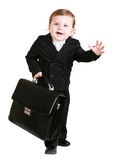Kleiner Junge mit Koffer über Weiß Stockfotos
