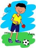 Kleiner Junge mit Kugel und Apfel Stockfoto