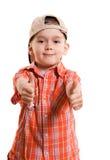 Kleiner Junge mit seinen Daumen oben stockfotografie