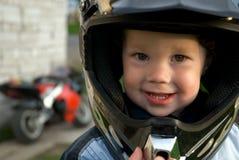 Kleiner Junge mit Sturzhelm Lizenzfreies Stockfoto