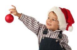 Kleiner Junge mit Weihnachtsdekoration Lizenzfreies Stockfoto