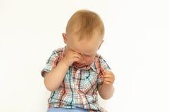 Kleiner Junge schreit Porträt lizenzfreie stockbilder