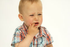 Kleiner Junge schreit Porträt lizenzfreies stockbild