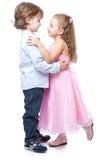 Kleiner Junge und Mädchen in der Liebe Stockbilder