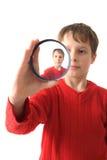 Kleiner Junge und spezielles Glas lizenzfreies stockfoto