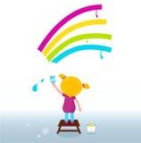 Kleiner Künstler - Kindanstrich Regenbogen auf der Wand Stockbild