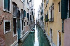 Kleiner Kanal in Venedig Lizenzfreie Stockfotografie